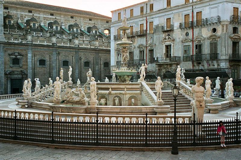 Plik:Palermo-Piazza-Pretoria-bjs2007-02.jpg