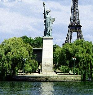 Île aux Cygnes - Image: Paris liberte eiffel