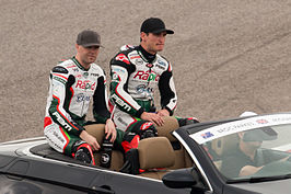 Michael Laverty (rechts) met Broc Parkes in 2014.