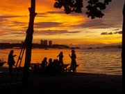Thais am Strand von Pattaya