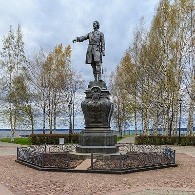 Памятник Роза из двух видов гранита Петровский парк памятник с крестом Царицыно