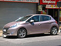 Peugeot 208 1.2 VTi Active 2013 (12259547114).jpg
