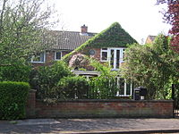 Larkin lived in a comfortable residential area in Hull at 105 Newland Park in a detached house of red brick construction. Doors on the first floor at the front of the house open onto a small balcony. As seen in 2008 part of the walls at the front of the house are covered with a green climbing plant, but a round commemorative plaque is clearly visible