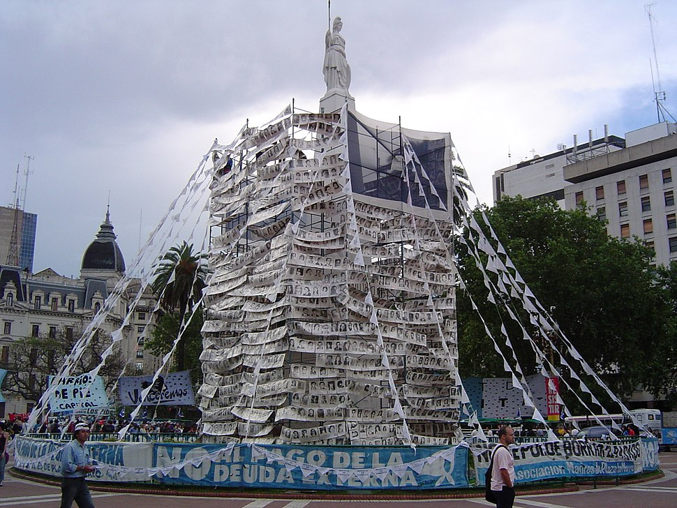Pirámide de Mayo covered with photos of the desaparecidos