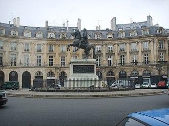 The Tourist (2010 film) - Place des Victoires