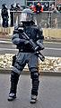 Polizist Pepperball Dresden.jpg