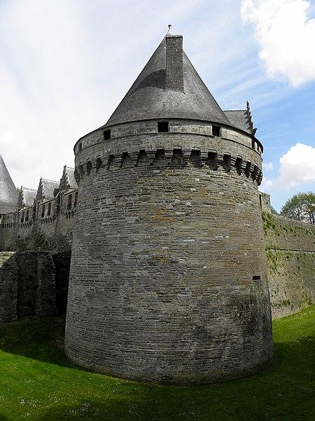 Château des Rohan à Pontivy (56). Tour sud-ouest.
