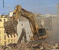 Praha, Nové Město, Na Florenci, bourání budovy bývalého Rudého Práva, bagr V.jpg