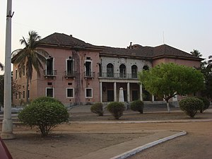Politics of Guinea-Bissau - The old President palace in the capital Bissau. The war damaged building was abandoned after the 1998-1999 civil war.