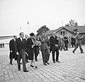 Prinses Juliana en prins Bernhard na aankomst op het vliegveld Cointrin bij Genè, Bestanddeelnr 252-1987.jpg