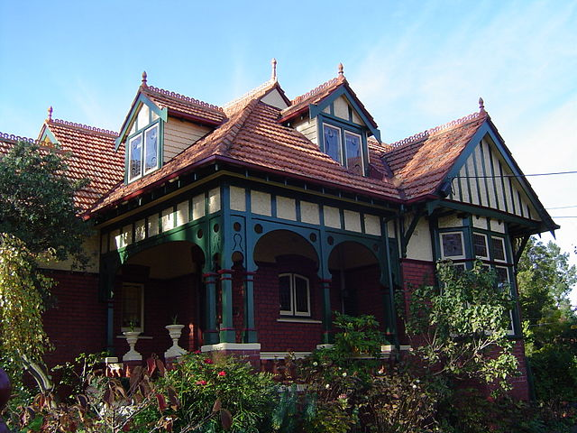 File queen anne style house in ivanhoe wikipedia for What architectural style is my home