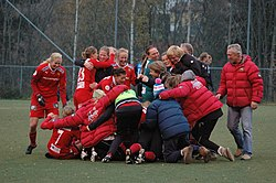 Røa celebrates the 2009 Toppserien victory.JPG