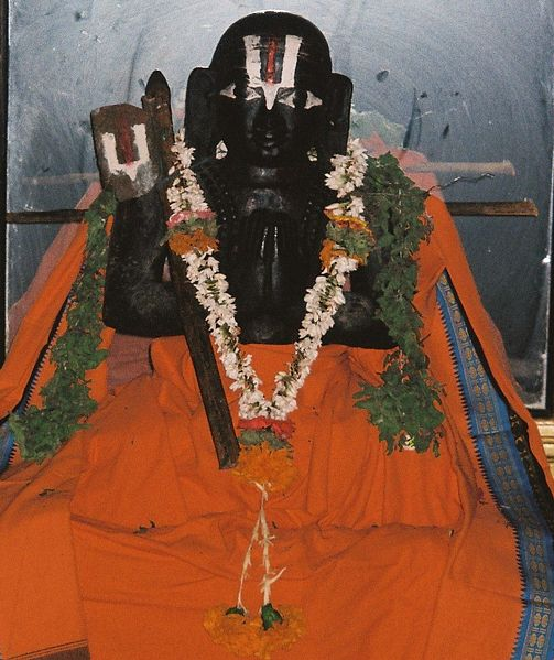 सञ्चिका:Ramanujacharya Idol in a temple.jpg