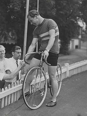 Reg Harris - Harris at the Herne Hill Velodrome during the 1948 Olympic Games