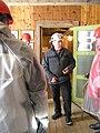 Reidar Kjetså forbereder deltakere til en guid tur gjennom Flåt nikkelgruve.jpg