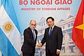 Reunión de trabajo con Canciller de Vietnam, Sr PHAM, Binh Minh - Saludo-.jpg