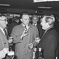 Richard Burton vandaag op Schiphol aan het filmen, even voor de opname dronk Ric, Bestanddeelnr 917-6921.jpg