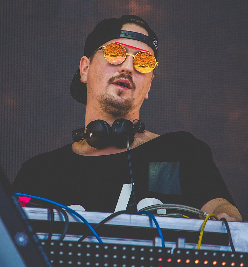 Schulz performing in 2017