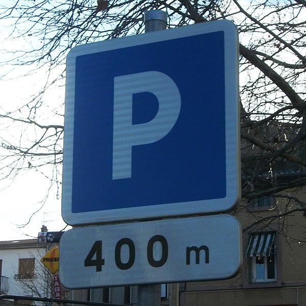 Présignalisation de parking à Romagnat: le parking est situé à 400 mètres.panneau C1a et panonceau M1, Girod 2011