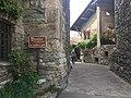 Rue de la cité médiévale d'Yvoire.jpg