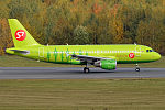 S7 Airlines, VP-BHQ, Airbus A319-114 (16270072229) (2).jpg