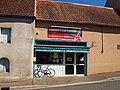 Saint-Amand-en-Puisaye-FR-89-épicerie place-a1.jpg