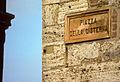 San Gimignano - Piazza della Cisterna (4248394583).jpg