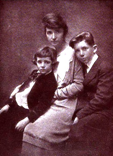 With sons Grant and Stuart, c. 1919 SangerAndSons.tiff