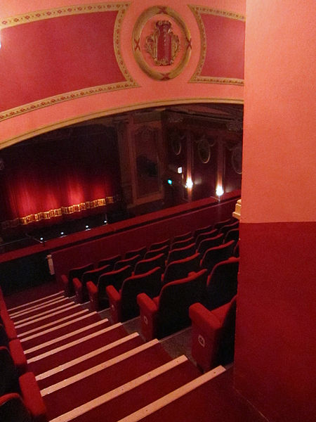File savoy theatre monmouth balcony door wikipedia for Open balcony in a theatre