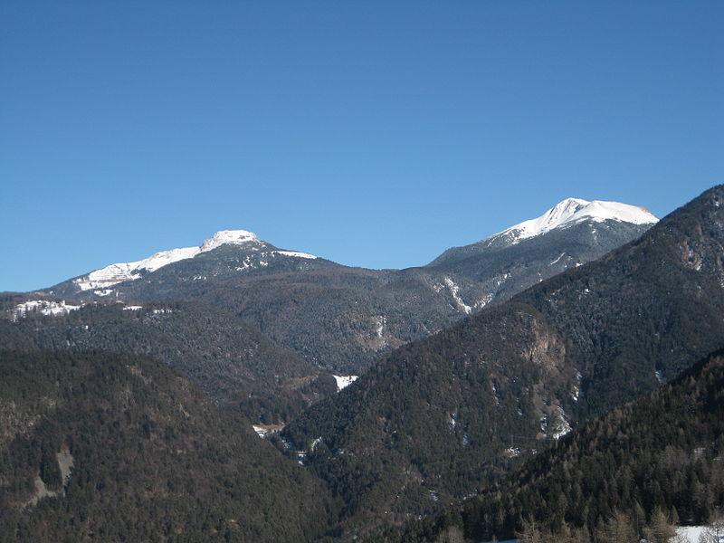 File:Schwarzhorn and Weisshorn as seen from Truden.JPG