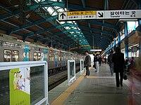 Seoul-metrooline4-Chang-donga stacioplatform.jpg
