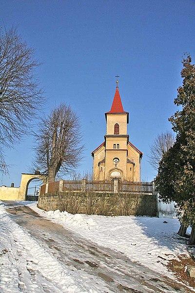 Soubor:Sezemice kostel1.jpg