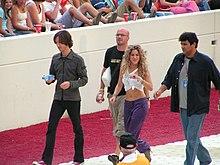 Shakira prima di un concerto nel 2005