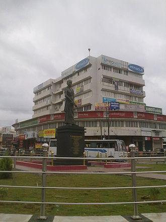 Sakthan Thampuran - Sakthan Thampuran statue in Sakthan Thampuran Nagar in Thrissur city