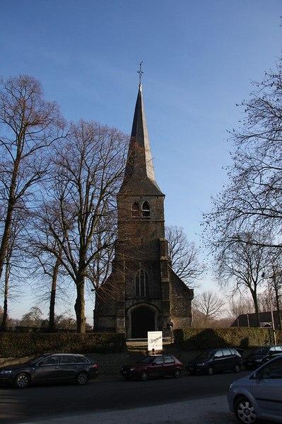 Die gotische Dorfkirche St. Anna (Sint-Annakerk) im belgischen Dilbeek