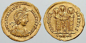 Licinia Eudoxia - Solidus minted in Thessalonica to celebrate the marriage of Valentinian III to Licinia Eudoxia. The bride's father, Theodosius II, stands between them on the reverse.