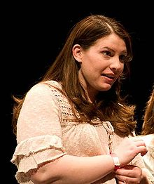 Stephenie Meyer April 2009 (cropped).jpg