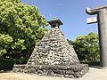 Stone lantern of Hakozaki Shrine.jpg