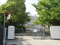 Suma-Gakuen-Entrance-2014050401.jpg