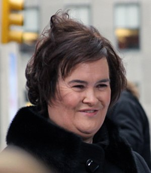 Susan Boyle - Susan Boyle in front of fans and paparazzi, November 2009