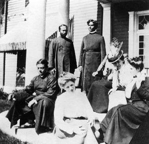 Josephine MacLeod - Sitting (left to right): Swami Vivekananda, Alberta Sturges, Besse Leggett (hidden), Josephine MacLeod