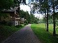 Třímany, chaty před tábořištěm U Mloka.jpg