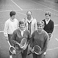 Tennisters voor links Trudy Groenman, Anja Lepoutre, links achter Betty Stöve en, Bestanddeelnr 918-7277.jpg