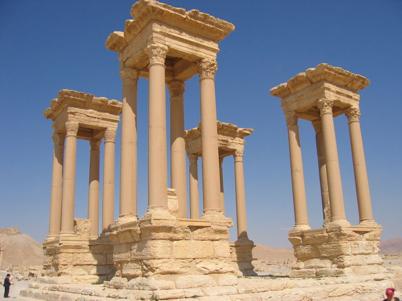 https://upload.wikimedia.org/wikipedia/commons/thumb/f/f9/Tetrapylon_in_the_Great_Collonade_Street_Palmyra_Syria.JPG/800px-Tetrapylon_in_the_Great_Collonade_Street_Palmyra_Syria.JPG