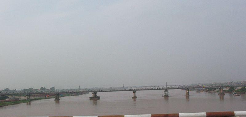 File:Thai Binh river viewed from new Phu Luong Bridge.jpg