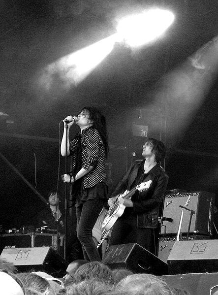 File:The Dead Weather Glastonbury 2009-2.jpg