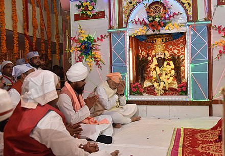 The idol of Ravidas in the sanctum of Shri Guru Ravidas Janmsthan Mandir in Varanasi, marking his birthplace. The Ravidassia group separated from Sikhism into a separate religion in 2009. The Prime Minister, Shri Narendra Modi offering prayers at Shri Guru Ravidas Janmsthan Mandir, Seer Goverdhanpur, in Varanasi on February 22, 2016 (1).jpg