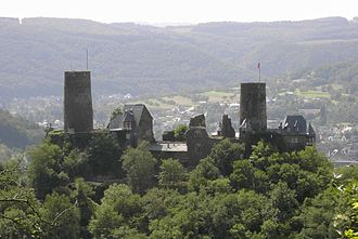 View of the castle from the Bleidenberg at Oberfell Thurant vom Bleidenberg.jpg
