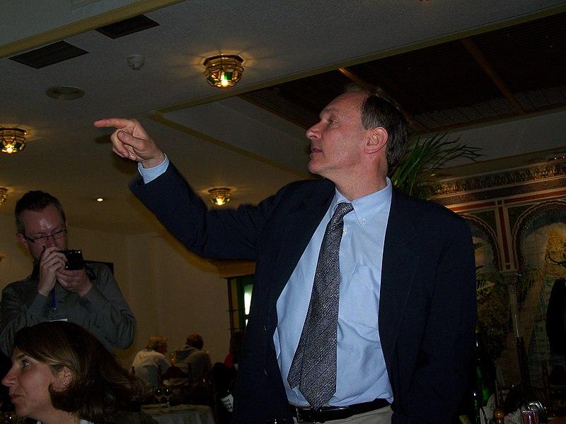 File:Tim Berners-Lee WWW 2009.jpg