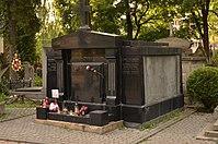 Tomb of Riedl family (02).jpg